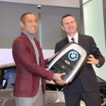BMW社が市川海老蔵の誕生日にi3(値段560万円)をプレゼントした理由とは?
