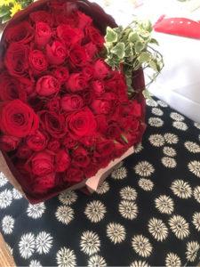 麻央にバラの花束